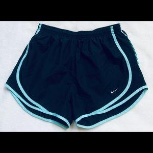 🖤 Nike Shorts Size Medium